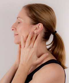 face yoga Akupressur Push Aktivierung der Ohrdrüse